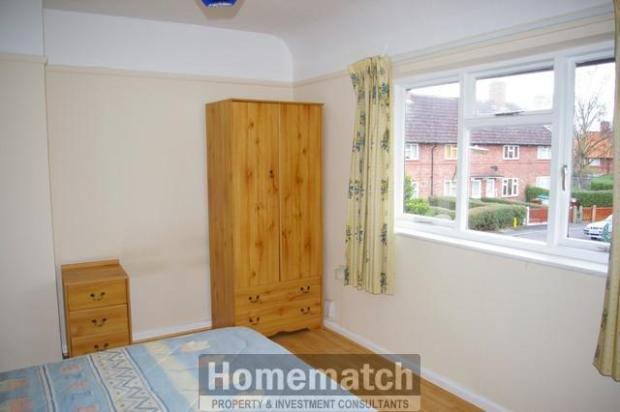 ** 2 bedroomed garden, garage/driveway ** Private drive. Single Garage. 2 bedrooms. REFURBISHED