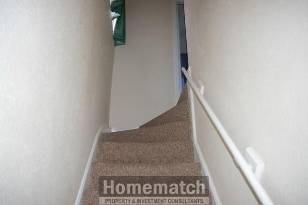 ** 2 bedroomed garden, garage/driveway ** Private drive. Single Garage. 2 bedrooms. REFURBISHED