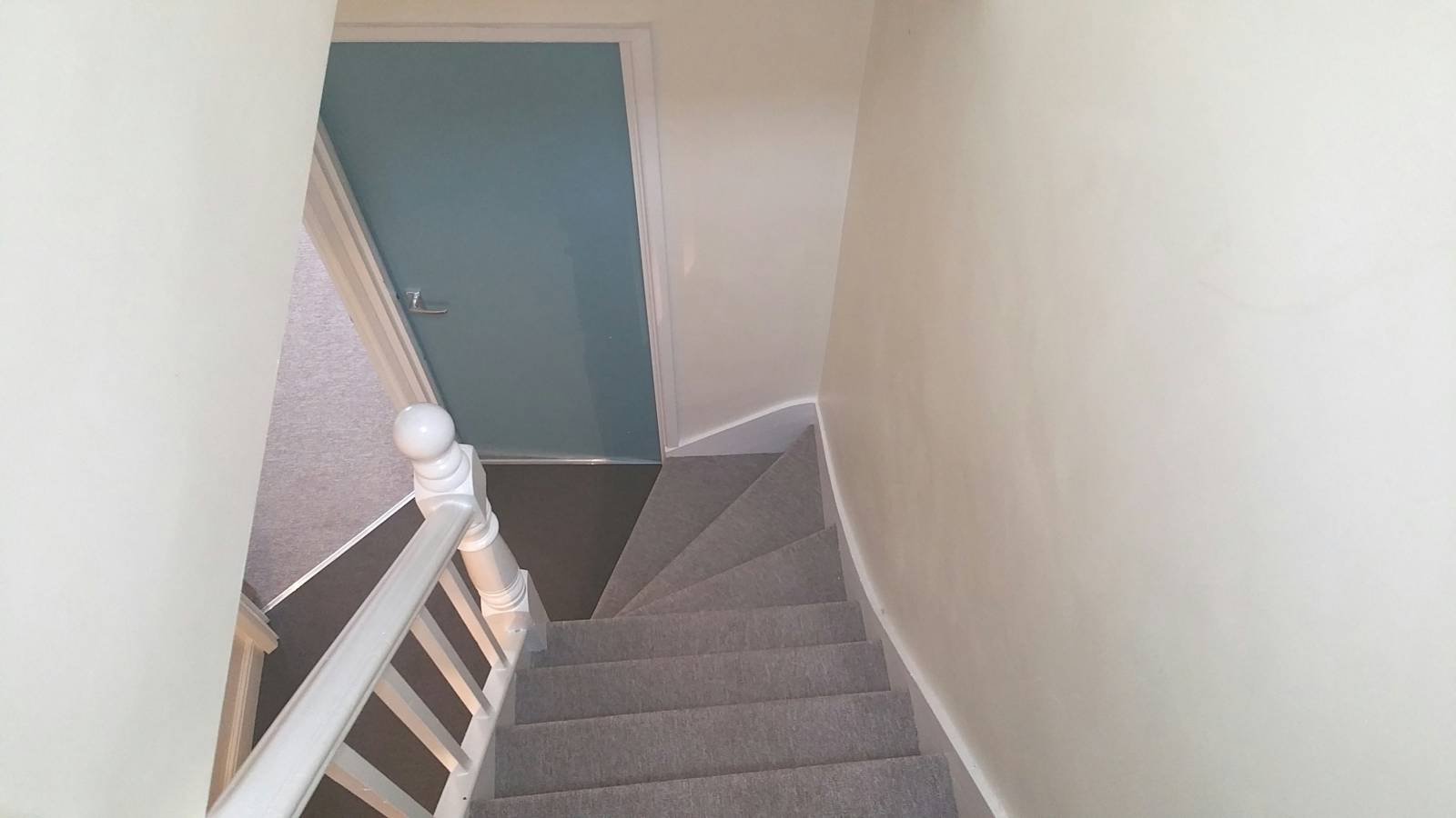 *** Two story Duplex Flat *** Large Bedrooms. Extra storage room. Off Street Parking for one car. Fitted Kitchen. Bathroom.