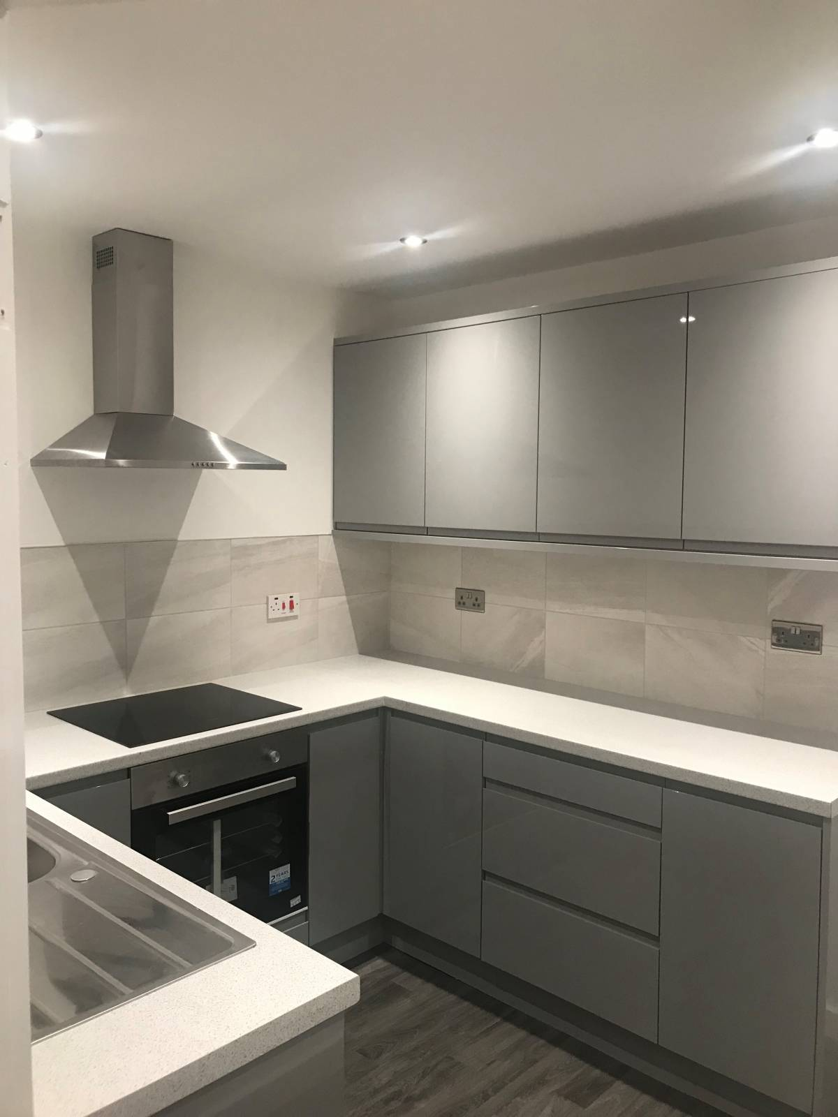 *** Mapperley Park *** HIGH QUALITY. Fully refurbished. New Modern Kitchen. New boiler, radiators, new doors and large living room. USB port-plugs – 5 mins walk Notts City Centre. Gated with electric gates
