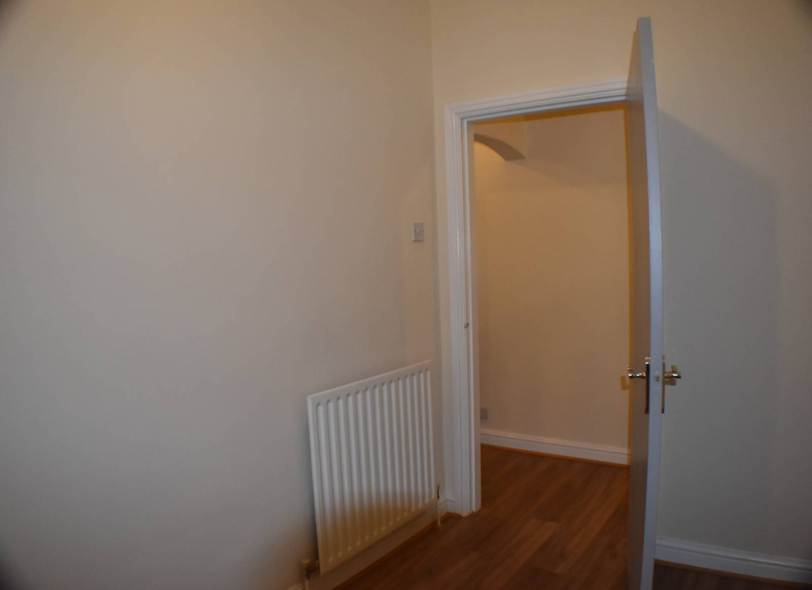 * IDEAL STARTER HOME / PROFESSIONAL LET * One bedroom plus Lounge & study area plus 2nd reception room. New Modern Kitchen/Bathroom. New flooring. Completely refurbished. Secure access to 1st & 2nd Floor accommodation. DASH landlord