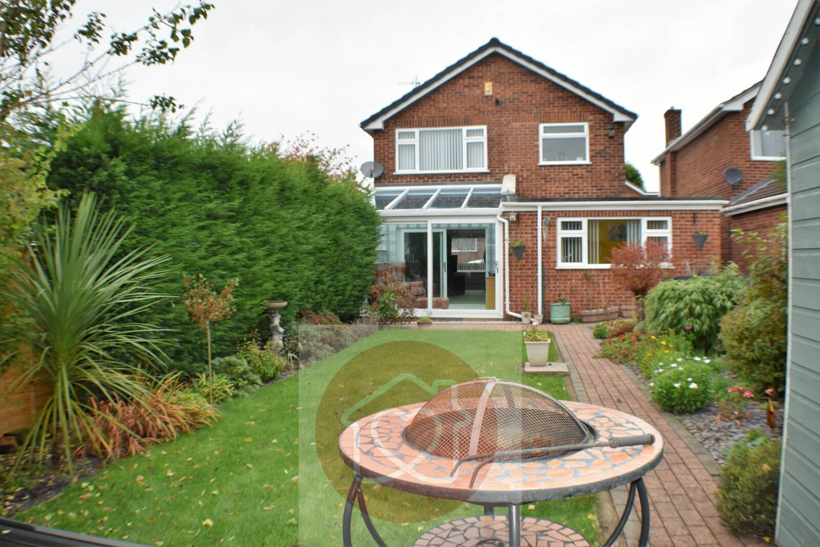 Detached three bedroom extended family home. Abundance of space & well presented, finished to a high standard. Popular residential location. Near stunning Bestwood Country Park.